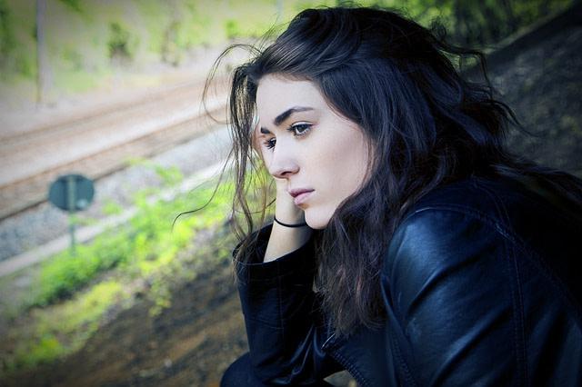 ¿Qué son los desencadenantes emocionales y cómo retrasan tu crecimiento personal?